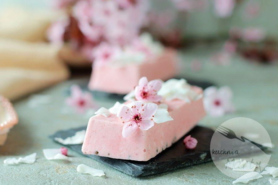 7799 - Lody truskawkowo jogurtowe z kokosem