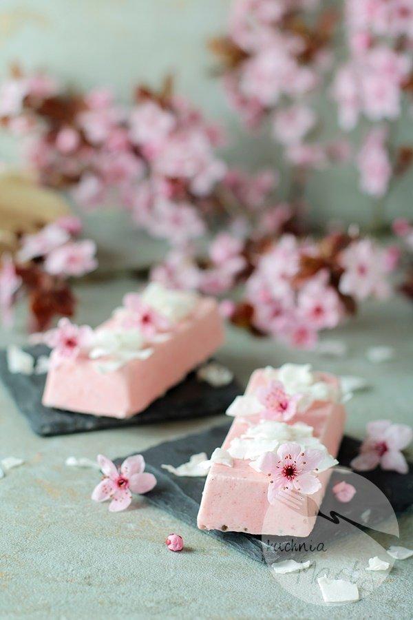 Lody truskawkowo jogurtowe z kokosem