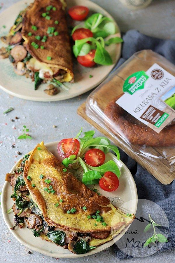 8342 - Omlet z kiełbasą szpinakiem i pieczarkami