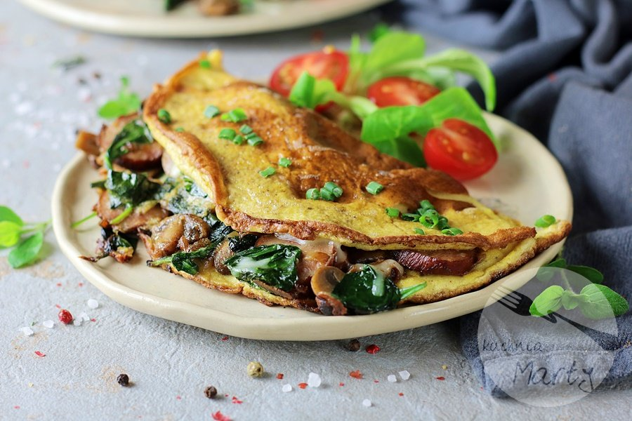 8343 - Omlet z kiełbasą szpinakiem i pieczarkami
