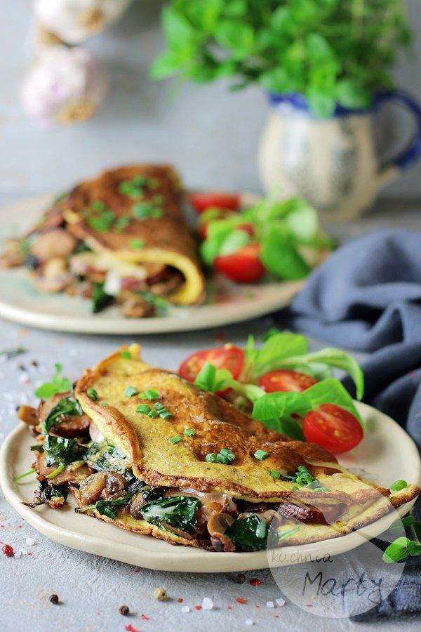 8354 - Omlet z kiełbasą szpinakiem i pieczarkami