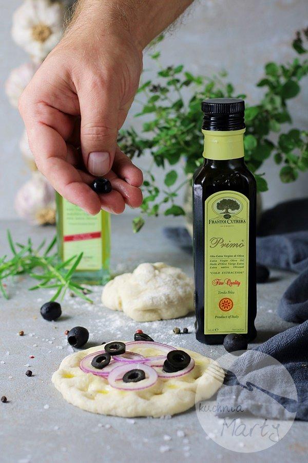 1226.900 - Focaccia z oliwkami i cebulą