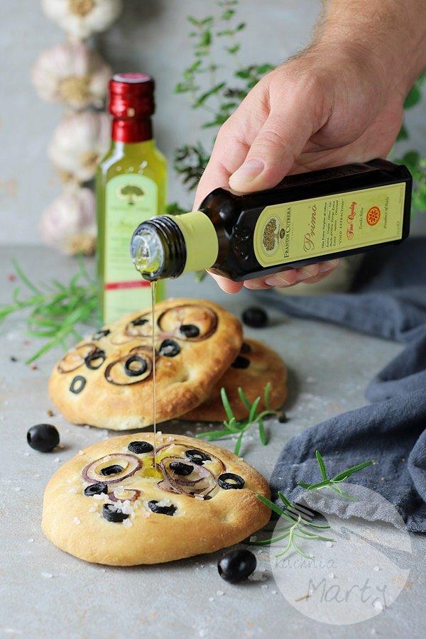 1293.900 - Focaccia z oliwkami i cebulą