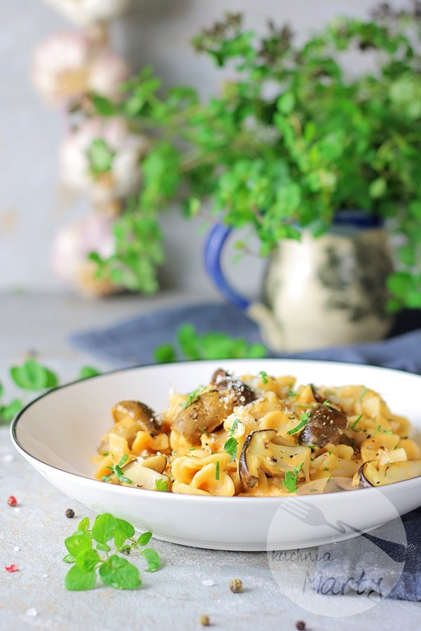 Makaron z grzybami i sosem z batata