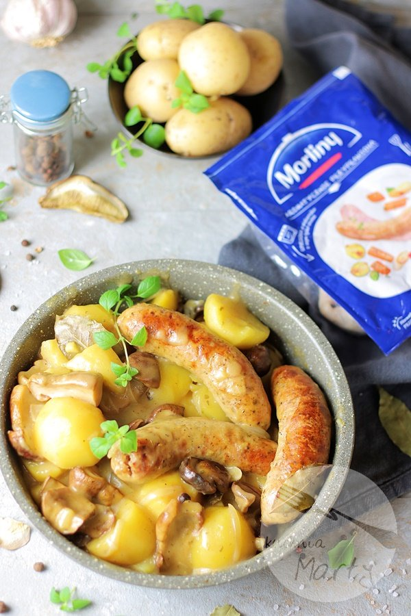 2986 - Biała kiełbasa w sosie grzybowym z ziemniakami