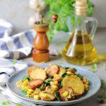 Kiełbasa z ziemniakami i szpinakiem