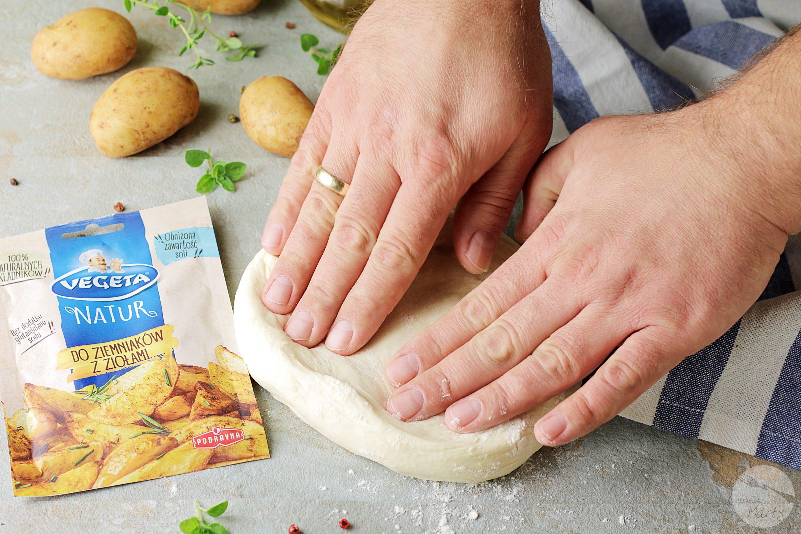 6714 scaled - Pizza z młodymi ziemniakami i grzybami