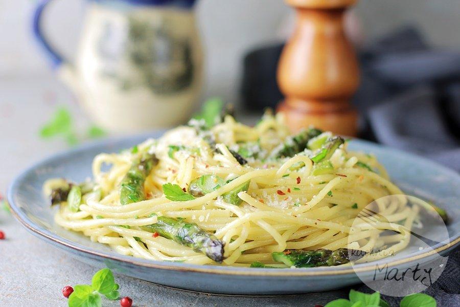 7147 - Spaghetti ze szparagami w maślanym sosie