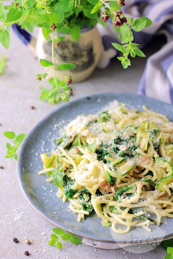 8505 - Spaghetti z cukinią i szpinakiem