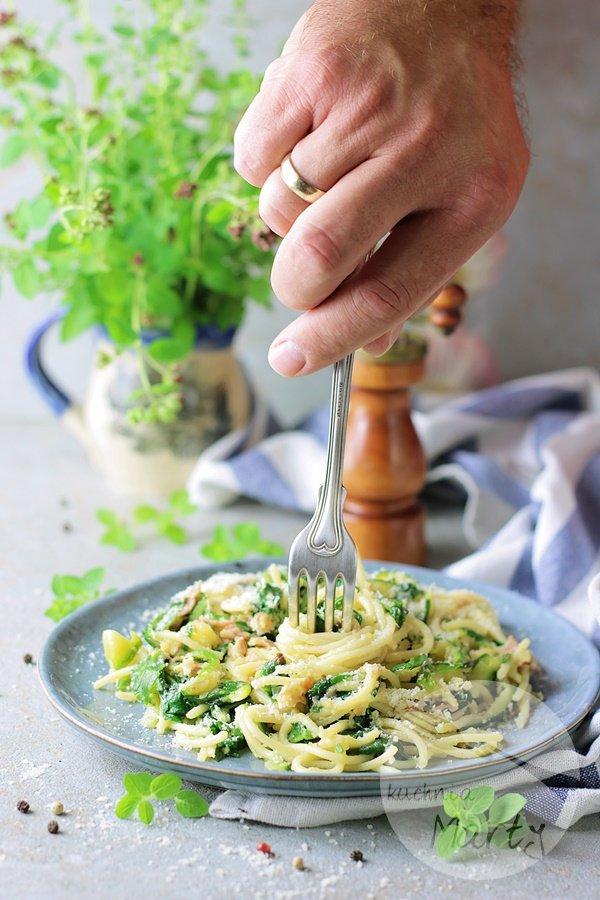 8555 - Spaghetti z cukinią i szpinakiem