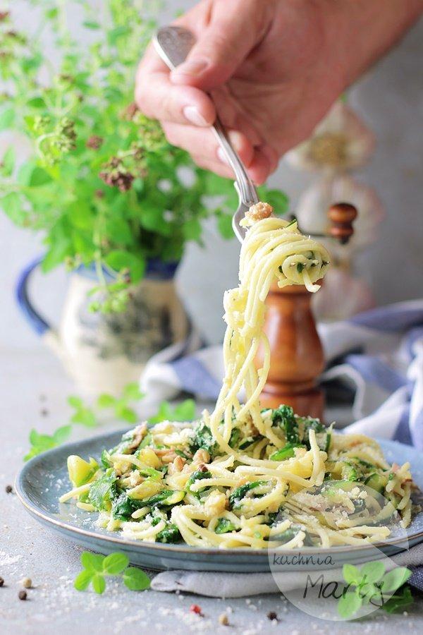 8580 - Spaghetti z cukinią i szpinakiem