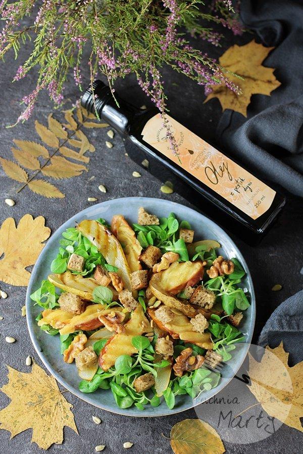 Sałatka z grillowanym oscypkiem i gruszką