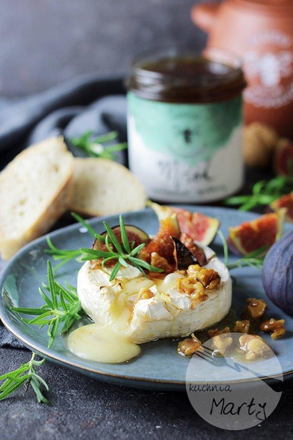 Camembert z miodem i figami